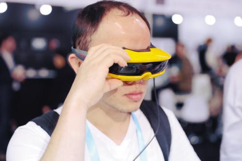 超低价山寨VR眼镜网上热卖