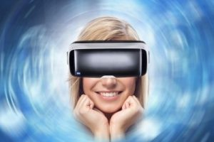 """VR行业该""""静一静""""了 四大困境待解"""