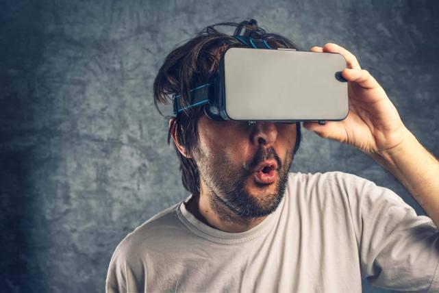 VR用户满意度不足五成 眩晕感和内容不足成两大槽点